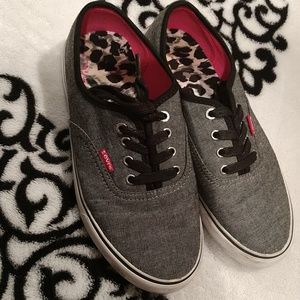 Levi's gray tennis shoes